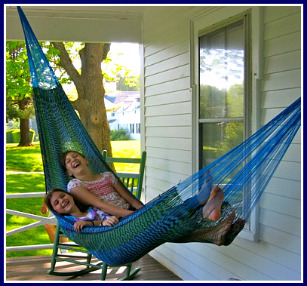 girls-in-hammock
